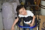 Criança especial recebe andador em doação da CDL Cuiabá